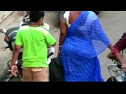 MILF CHUBBY WOMAN IN BLUE SAREE ON ROAD